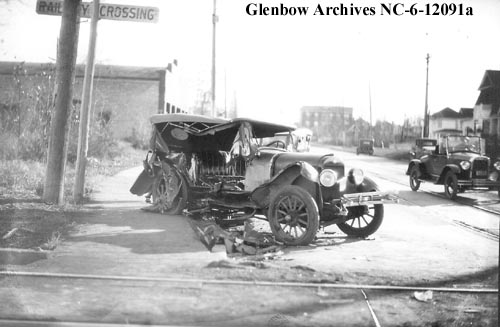 nc-6-12091a - Auto accident at West End, Edmonton, Alberta. - Sept 1927