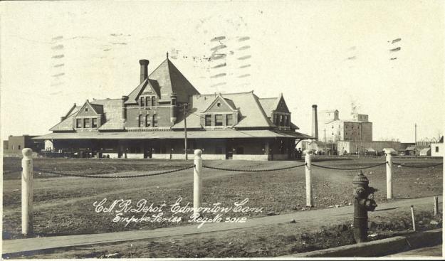 PC012128 - C.N.R. Depot Edmonton - 1910