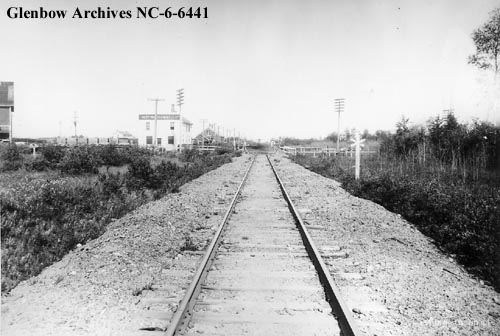 nc-6-6441 - Railway track, Northern Lumber Company building on left - Actually North West Lumber near Dunvegan Yard - 1921