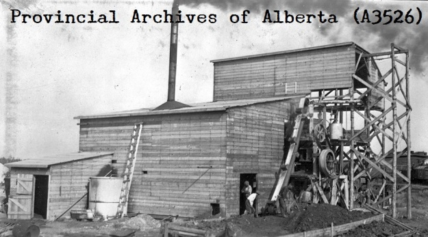 PAA A3526 - Karl Clark_s model oil sands separation plant constructed at Dunvegan Yards of Edmonton in 1924 - 1924